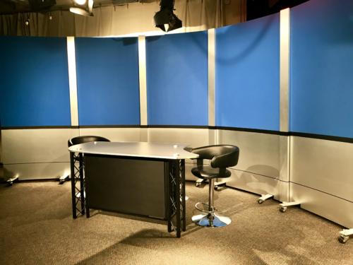4' RP's with chroma key blue upper panels and chemetal brushed aluminum  knee walls & columns