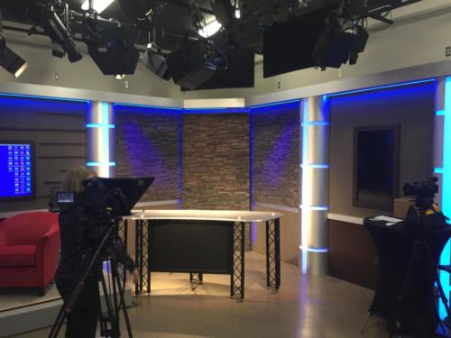 UNPRO B Top at bistro height with monitor in front on the D&C Gannett Set