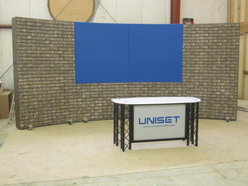 Faux stone RP system with 2 chroma key blue upper panels