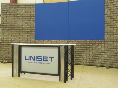 011Faux stone RP system with 2 chroma key blue upper panels